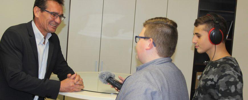 Rektor Mag. Herbert Gimpl beim Interview Was zeichnet eine moderne schule aus?