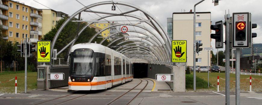 Linz_tram3_eroeffnung_4 Von Herbert Ortner - Eigenes Werk, CC BY 3.0, https://commons.wikimedia.org/w/index.php?curid=16335190
