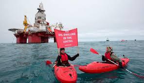 Eismeer-Demo Reise im Kayak vor die Bohrinsel im Eismeer mit Demo