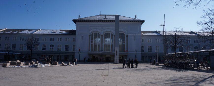 Vorplatz Salzburg Hbf 11.2.2018 ek