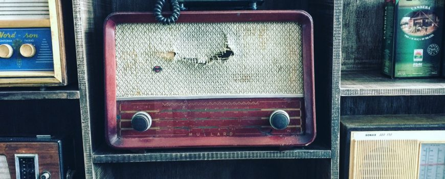 Radio alt_Photo by Felipe Belluco on Unsplash Photo by Felipe Belluco on Unsplash