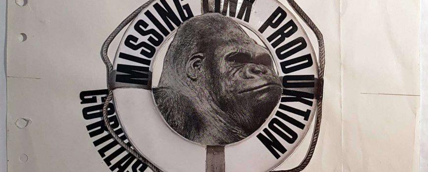 Gorillas greifen ein 26 Missing Link, Gorillas greifen ein, 1971, Collage, Typografie, Fotoausschnitte auf Papier, 27,2 x 27,3 cm, MAK – Österreichisches Museum für angewandte Kunst