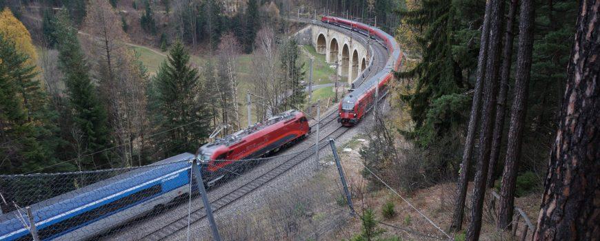 DSC01423 Zugbegegnung am Viadukt über den Adlitzgraben 17112018_ek
