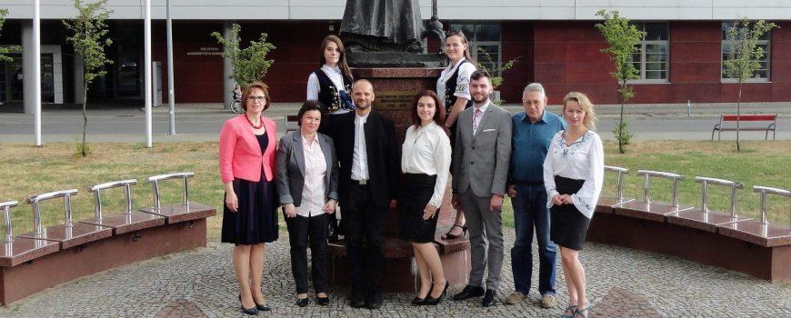 Absolventen der kaschubischen Ethnophilologie aus dem Archiv des Zentrums für kaschubische Sprache und Kultur der Danziger Universität