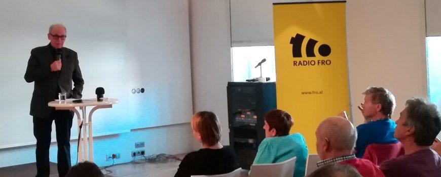 Emmerich Talos bei Symposium Emmerich Talos hält einen Vortrag beim Symposium für ein solidarisches Versicherungssystem
