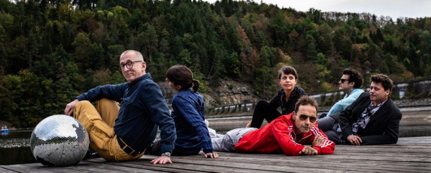 familie-lc3a4ssig-im-herzen-des-kommerz-9 Familie Lässig - Im Herzen des Kommerz