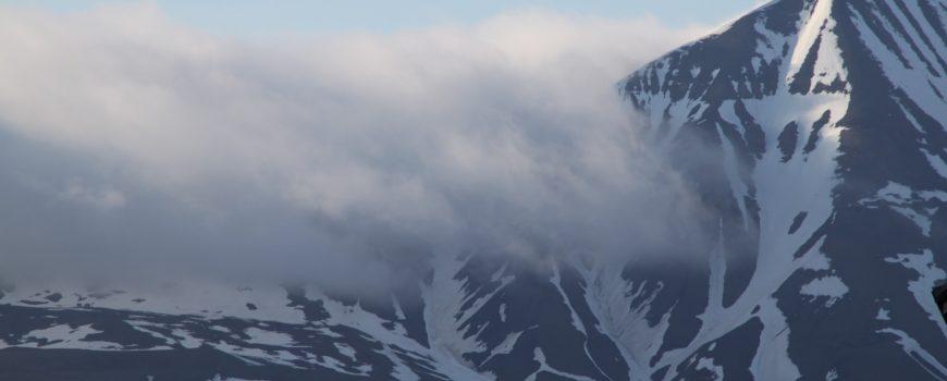 schnee und nebel spitzbergenlandschaft so schön