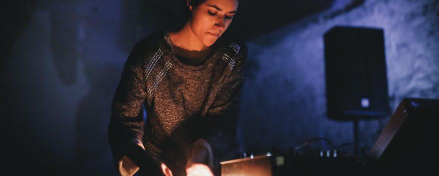 c-florian-voggeneder Sound artist Gabriela Gordillo performing