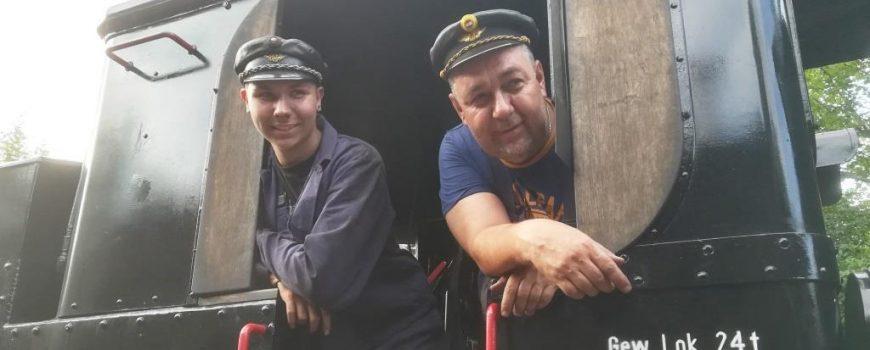 Heizer und Lokführer in Lokomotive der Steyrtalbahn Heizer und Lokführer in Lokomotive der Steyrtalbahn