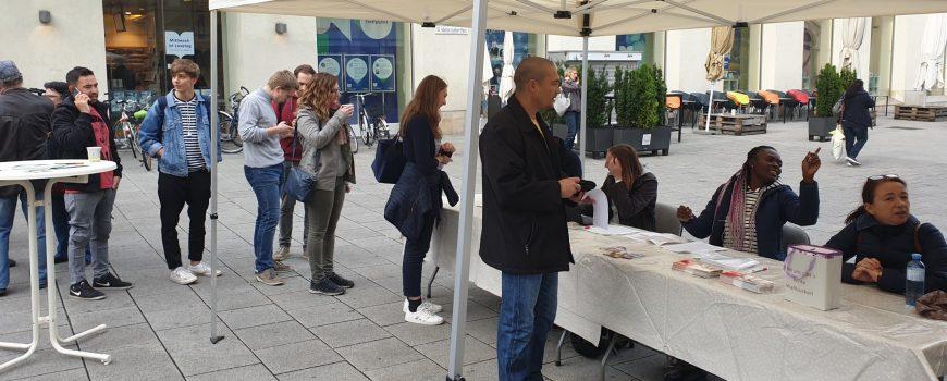 Passegalwahl Schlange bei der Pass egal Wahl in Linz