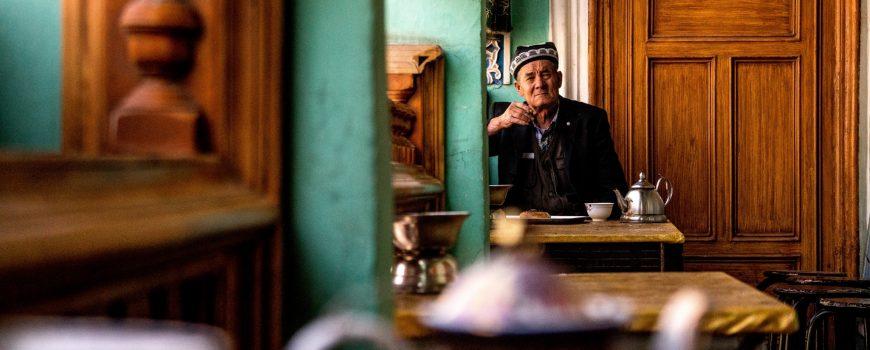 © Simon Sun Mann in der Hauptstadt Urumqi, Xinjiang