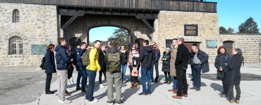 Gedenkstätte_Mauthausen_Hörpfade Die Teilnehmer*innen des Projekts Hörpfade in der KZ-Gedenkstätte Mauthausen