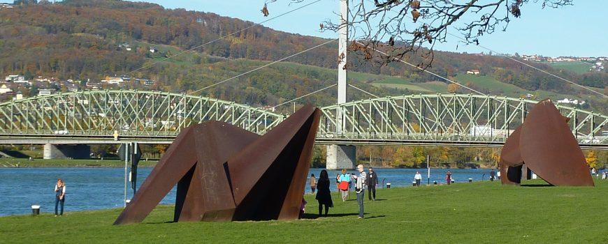Donaupark Donaupark, Forum Metall, Eisenbahnbrücke