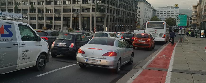 Nibelungenbruecke_Linz kennzeichen vp Stau über die Nibelungenbrücke in Linz