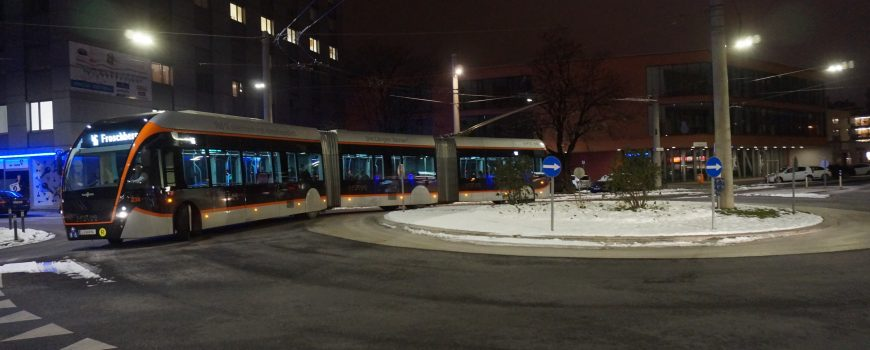 DSC06953 Doppelgelenk-O-Bus der Linz Linien