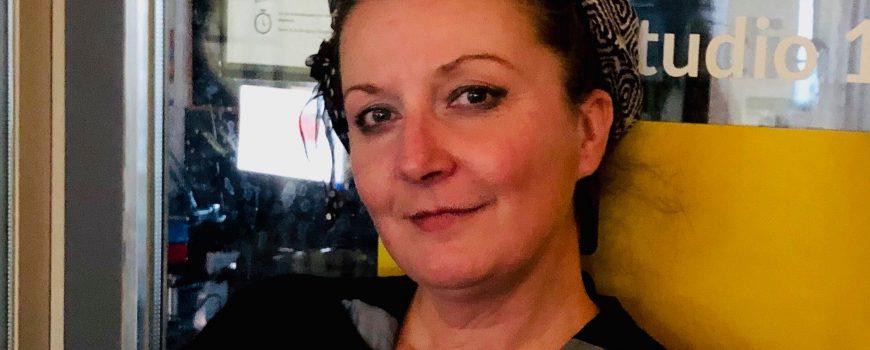 SFM#5__Tanja Brandmayr Tanja Brandmayr vor RadioFRO Studio