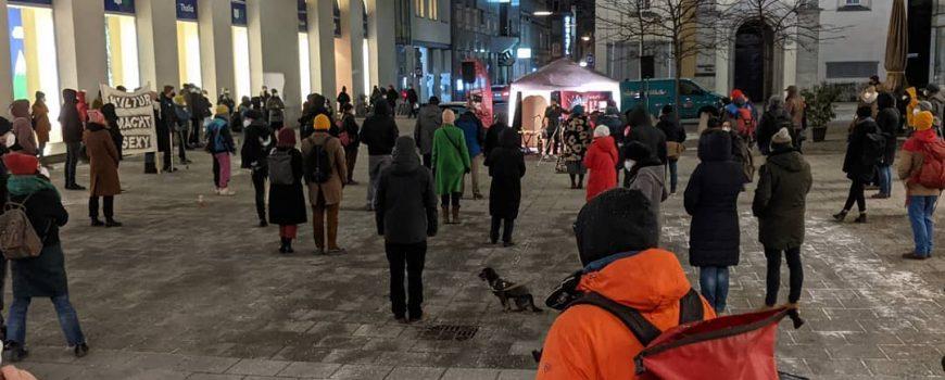 """kupf_demo-kv_willi Kundgebung """"Ohne Kunst und Kultur wird's still"""" von KV Willy und KUPF OÖ"""