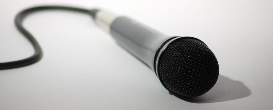 """Podcast-Workshop """"Microphone"""" by visual.dichotomy is licensed under CC BY 2.0"""